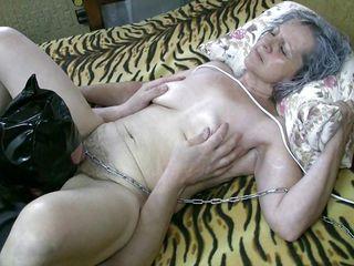 Порно зрелых ебут и кончают в пизду