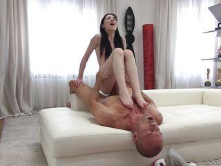 Порно большие члены худенькие девушки