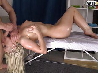 Грубый массаж порно